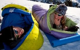 16 лучших туристических спальников. Зимние (экстремальные) и летние спальные мешки для детей и взрослых  от Alexika, Rock Empire и др.